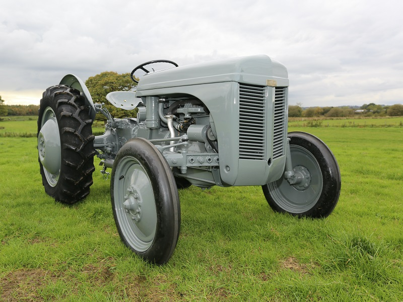 You are currently viewing 75 years of Grey Fergie at the Vintage Tractor Show