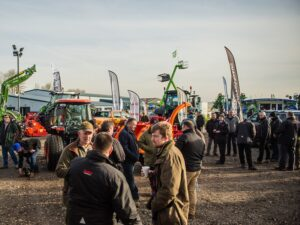 Read more about the article Top tips on regenerative farming at Midlands Machinery Show